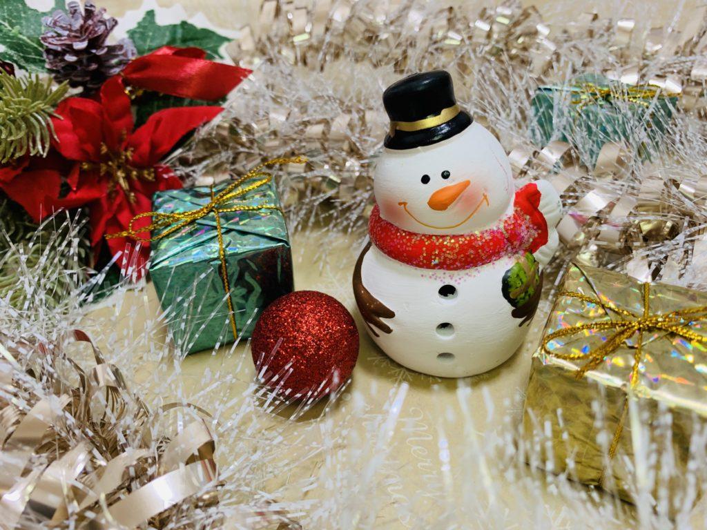 クリスマスパーティーの準備をすることが就職への第一歩になる理由のイメージ画像
