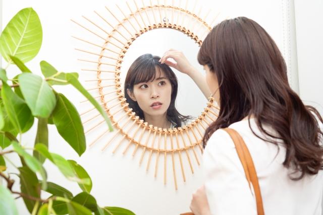 朝髪型が整うと一日の気分が上がる!~失敗しない前髪カットのコツ~のイメージ画像